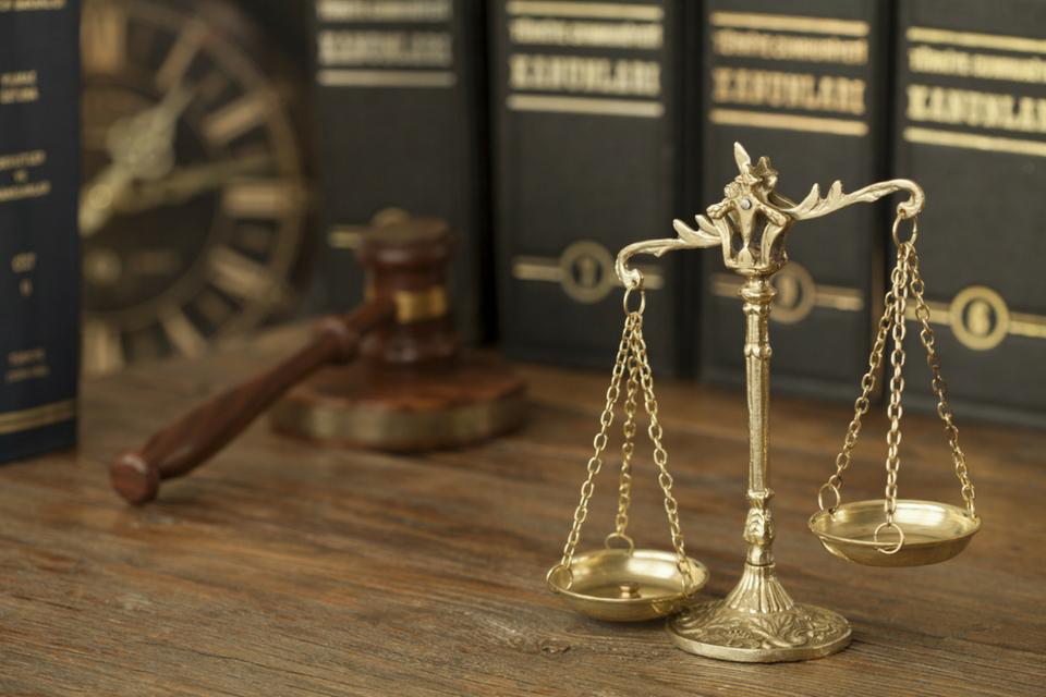 przedawnienie, przerwanie biegu przedawnienia; prawnik z polecenia
