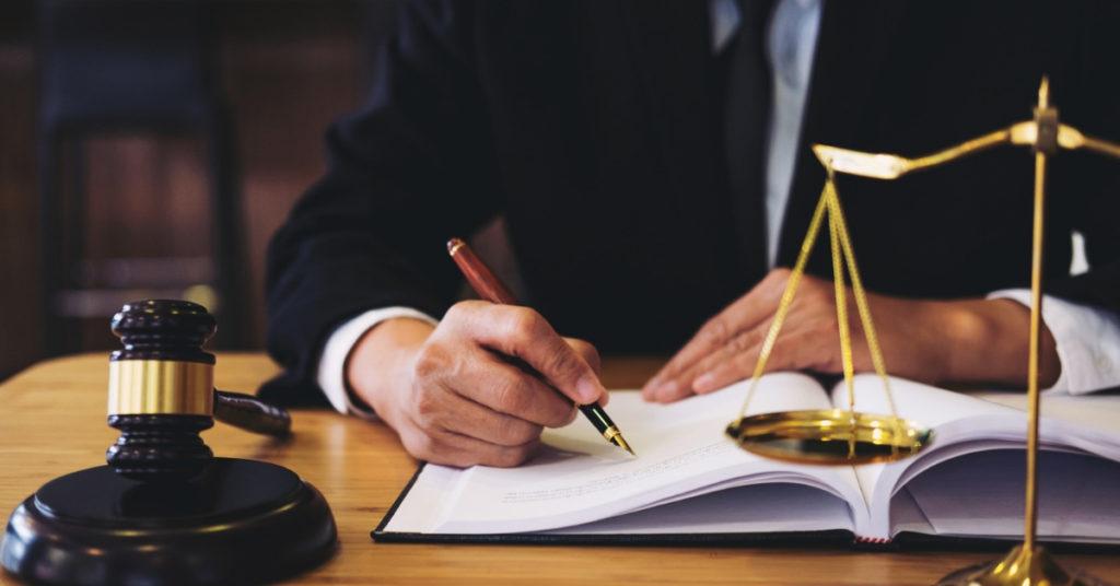 Czy studia prawnicze w obecnych czasach mają jeszcze sens? Blog Prawnik z Polecenia